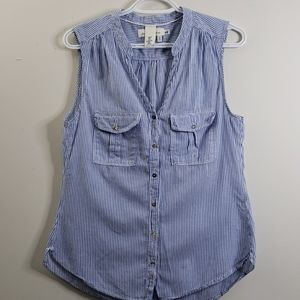 💥3/$20 H&M Sleeveless Button Down Top Size 6